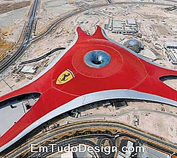 Ferrari World - Vista superior da capa (imagesource: benoy.com)