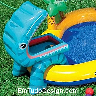 Piscina inflável em forma de dinossauro, do Play Center